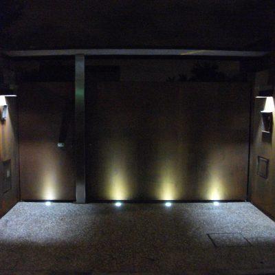 Iluminación LED entrada de chalet
